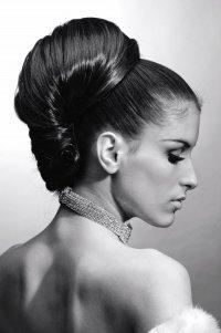 Elegáns konty - 2019-es női frizuratrend